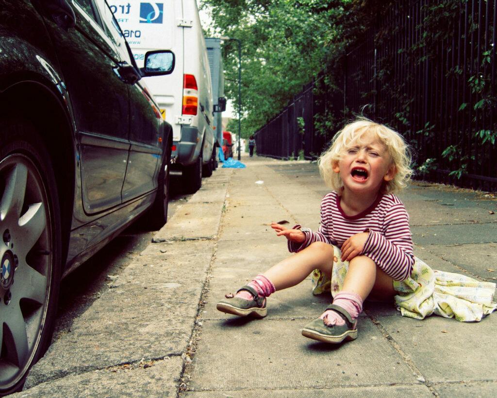 Детские истерики: 2 разных типа истерик (истерика верхнего и нижнего мозга), требующих разной родительской реакции