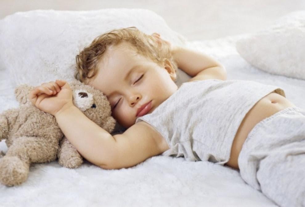 Как отучить ребёнка писать в кровать ночью: почему ребенок писается по ночам