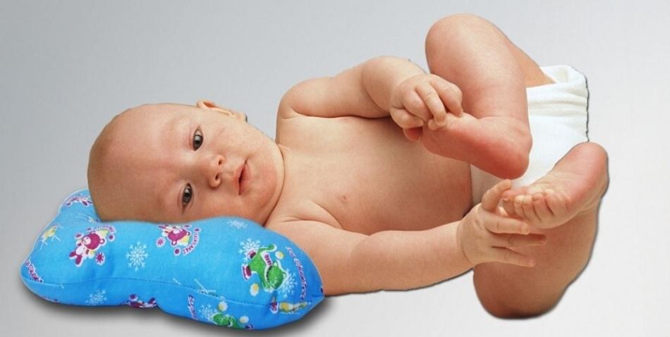 Полезная информация по поводу использования подушки для новорожденного: нужна ли она в кроватку