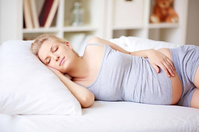 Почему беременной нельзя спать на спине? основные причины