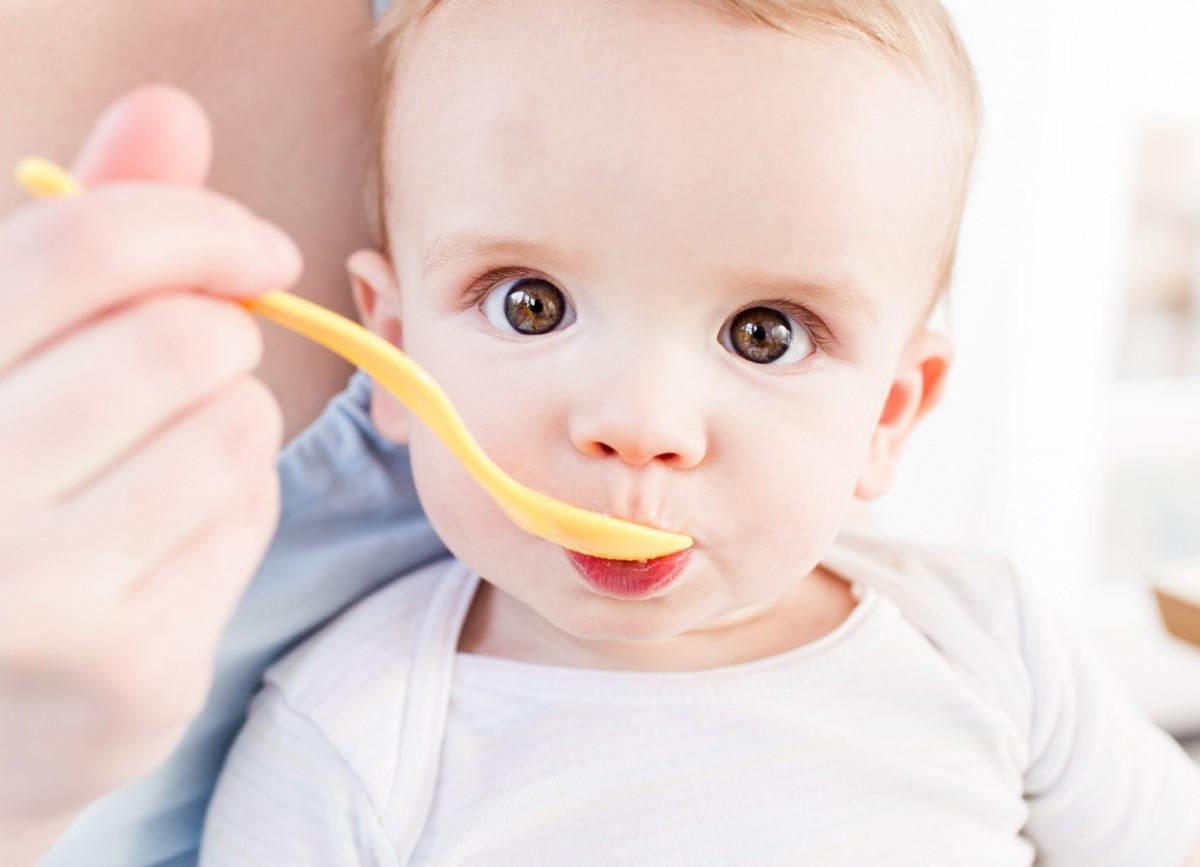 Почему ребенок отказывается от прикорма и что с этим делать?