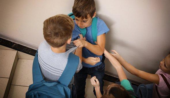 Буллинг в школе: как защитить ребёнка от травли и издевательств