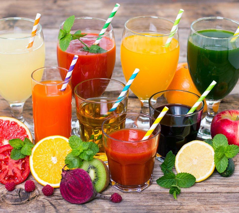 Чем поить новорожденного: 8 полезных напитков