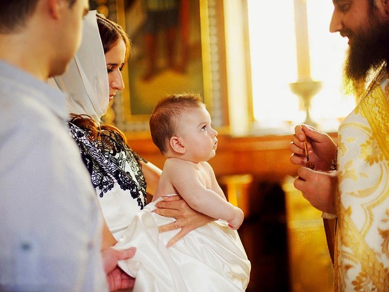 Как правильно подготовиться к крестинам, кто может стать крестным, как выбрать имя ребенку