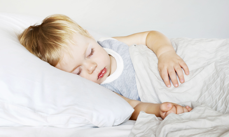 Что делать, если ребенок спит только на руках
