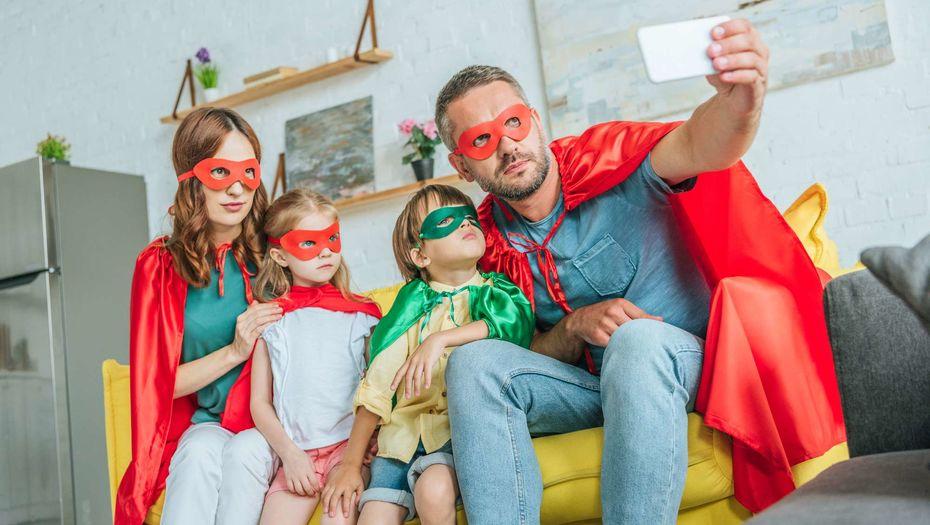 Чем занять ребенка дома? 10 идей простых и быстрых развлечений для школьников на время карантина, каникул: онлайн-музеи, игры из ничего, полезные ссылки