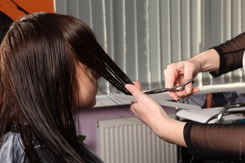 Можно ли подстригать волосы во время беременности: приметы, верить или нет?