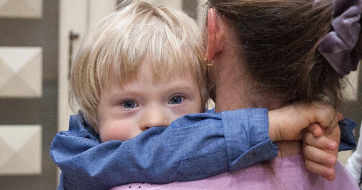 После смерти матери от covid-19 приемные дочери рассказали орабстве всемье