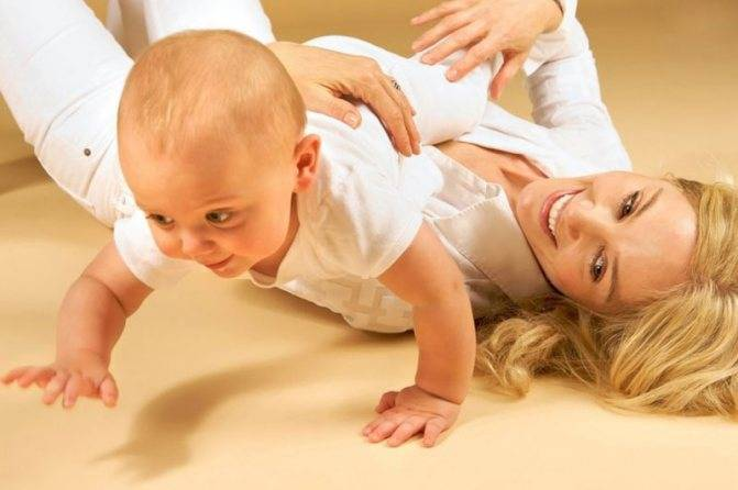 Учим ребенка переворачиваться с живота на спину