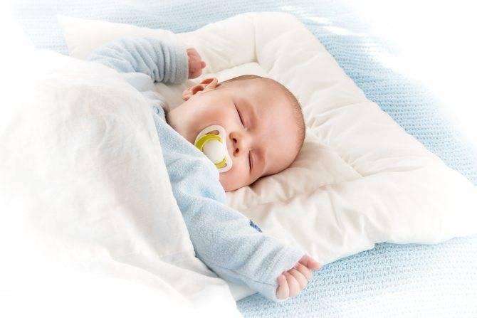 Позы сна для новорожденного