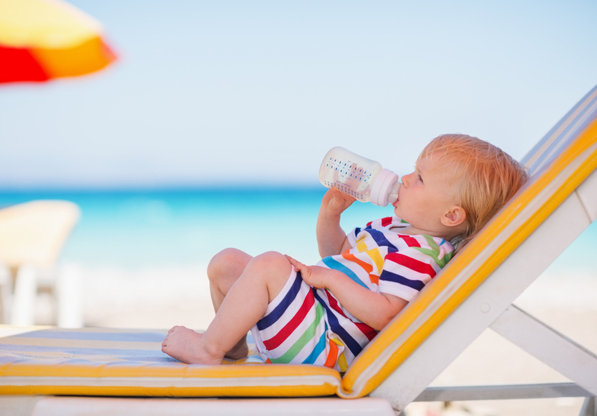 С какого возраста можно вывозить грудного ребенка на море: первый отдых с годовалым малышом, список вещей в поездку