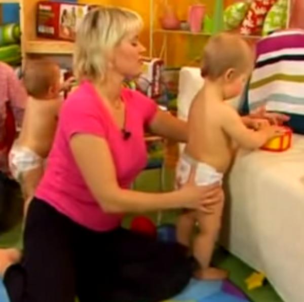 Как научить ребенка стоять без опоры и ходить