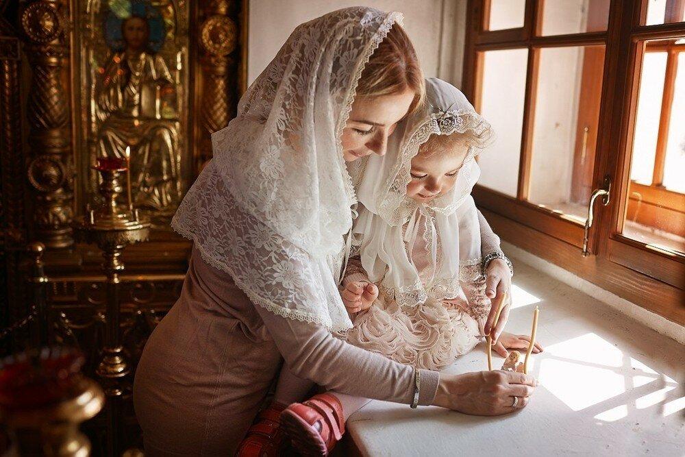 Крестины девочки: правила для родителей и крестных, что понадобится