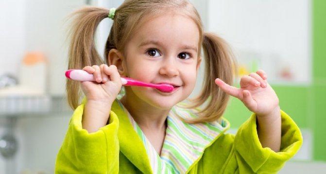 Как научить ребенка чистить зубы - советы родителям