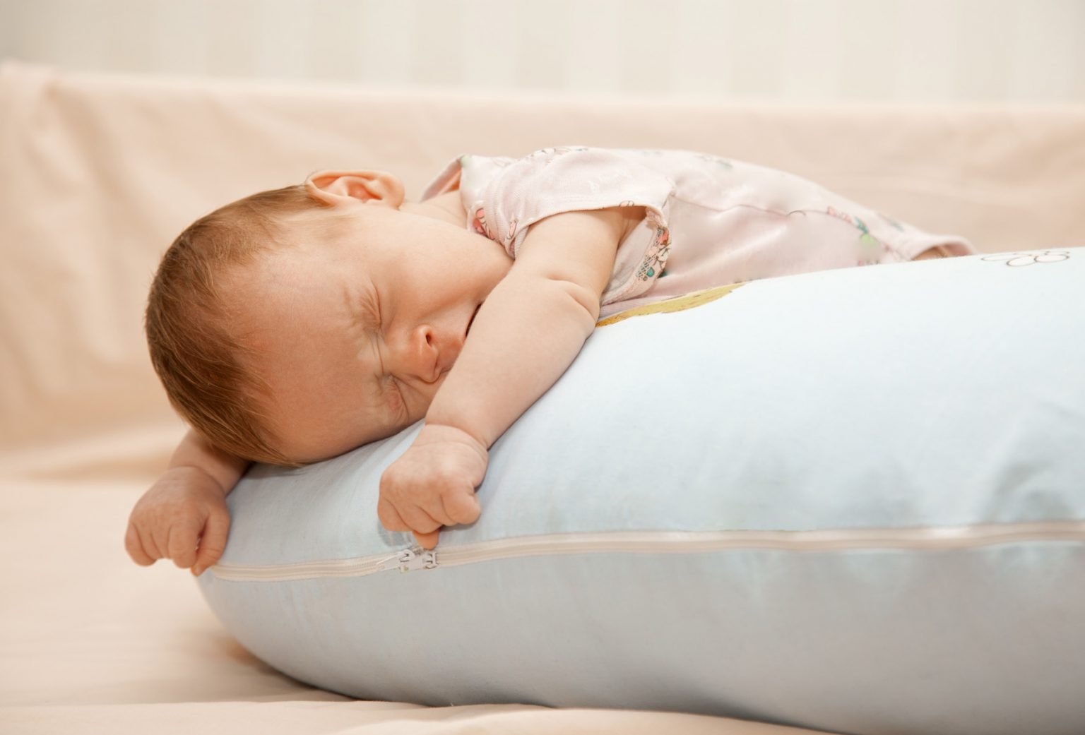 Можно ли спать на животе новорожденному ребенку |