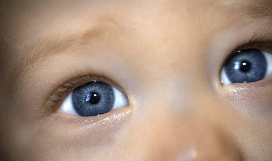 Когда меняется цвет глаз у новорожденного ребенка, почему и как это происходит