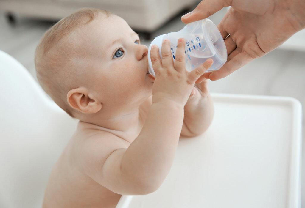 Когда можно давать воду новорожденному при грудном и искусственном вскармливании?