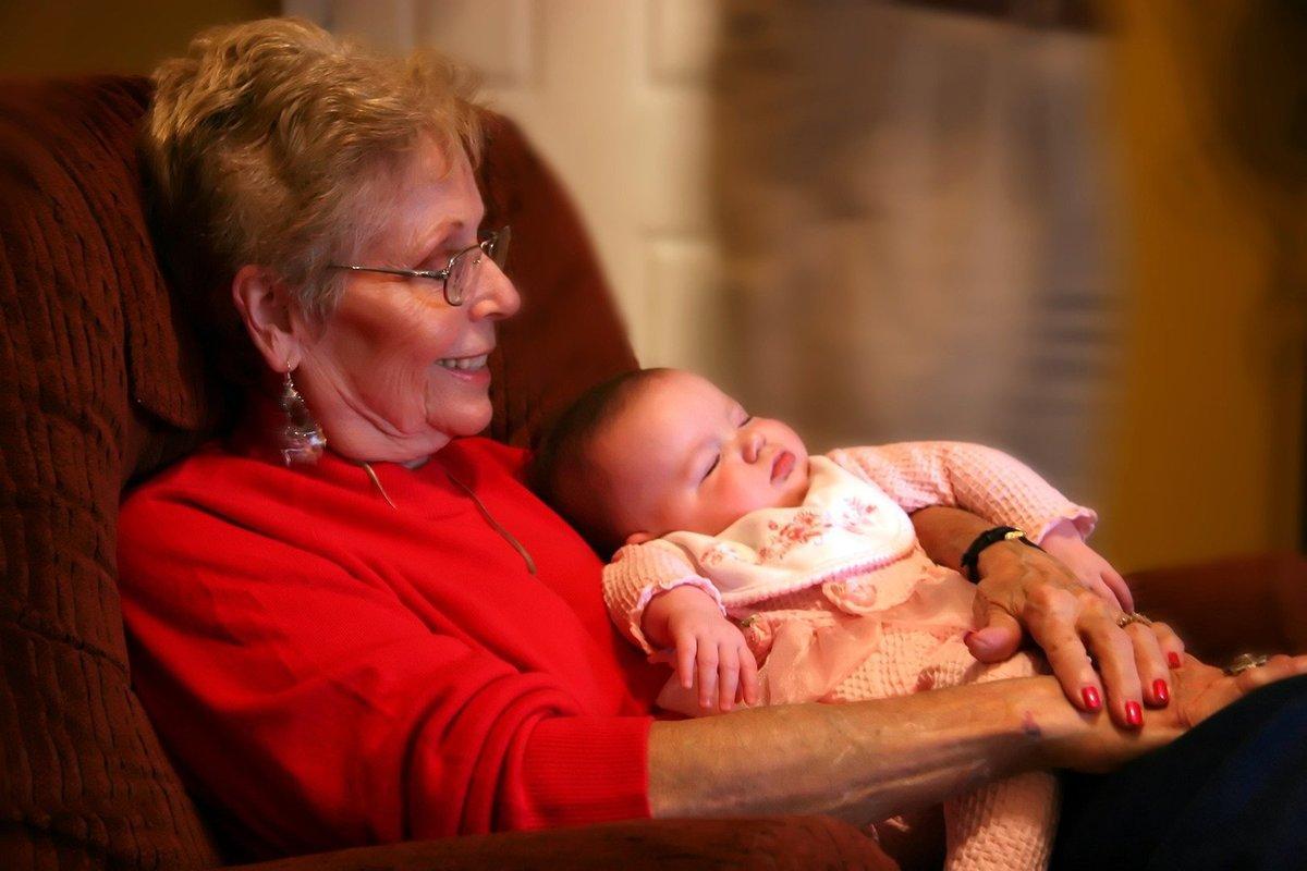 Ребенка воспитывает бабушка: чего ожидать