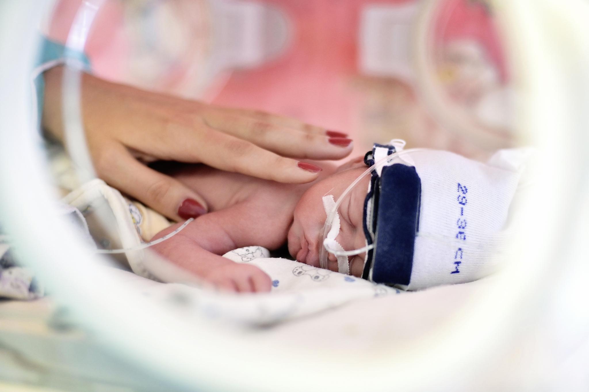 Недоношенный ребенок: развитие, кормление и уход