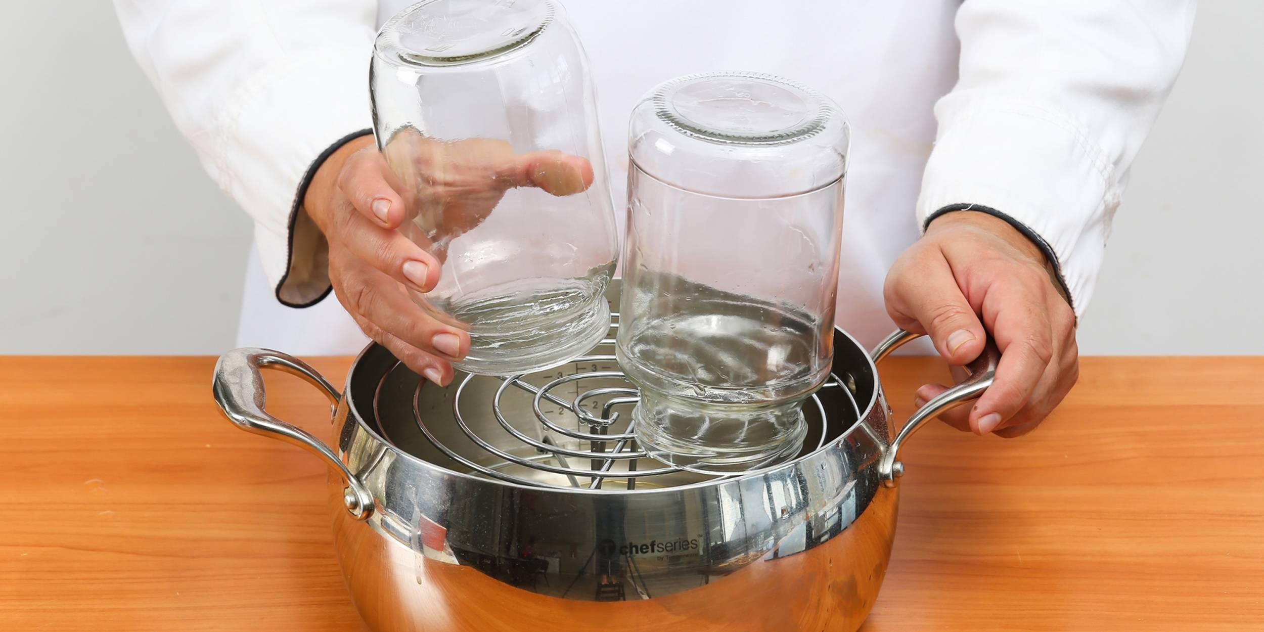 Как стерилизовать бутылочки для новорожденных: методы кипячения в домашних условиях, средства для мытья посуды