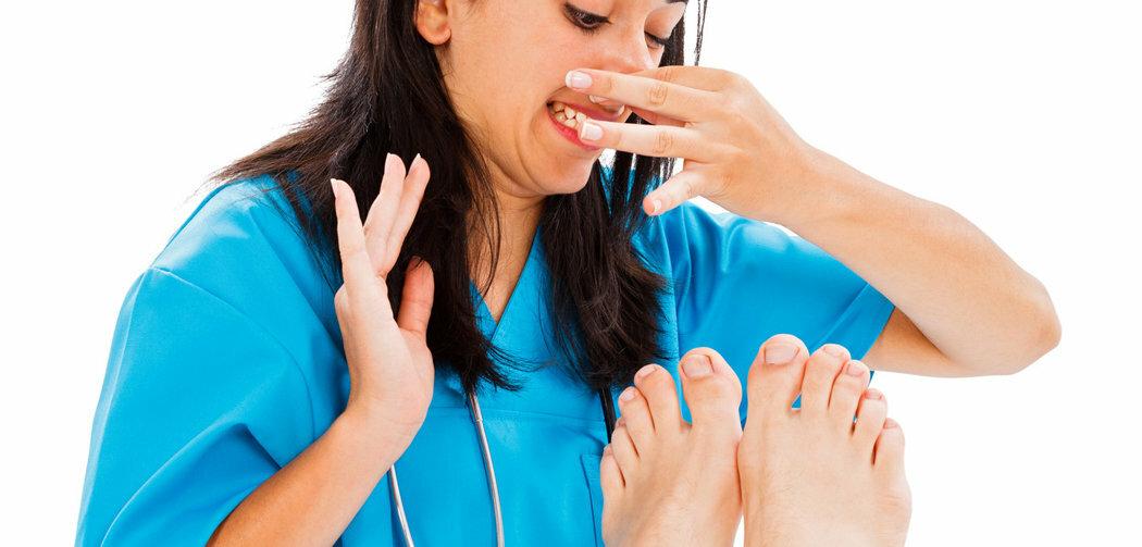 Сильно пахнут ноги. в чем причина и как с этим бороться.