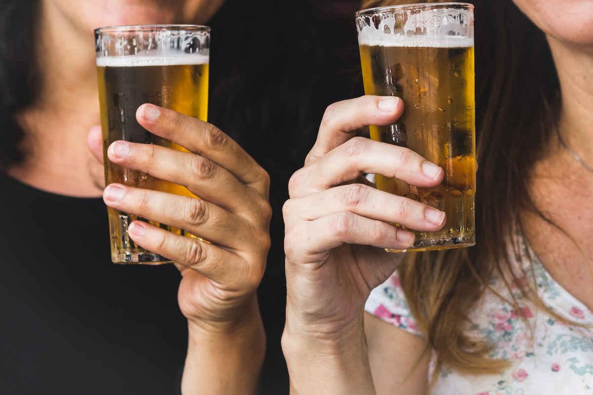 Алкоголь и кормление грудью: можно ли маме пиво, вино и шампанское