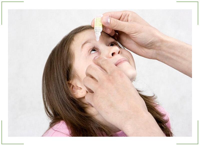 Как правильно закапывать капли в глаза: глазные, ребенку и новорожденному