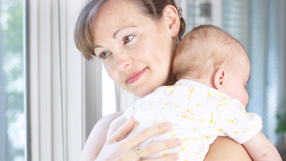 Как держать ребенка столбиком | уроки для мам