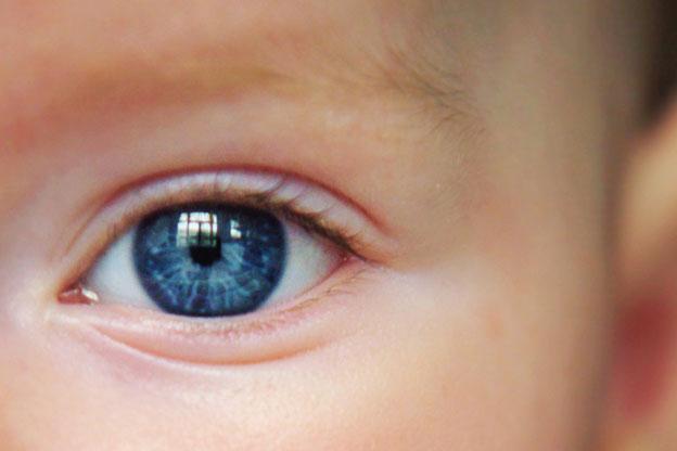 Почему у детей со временем меняется цвет глаз?