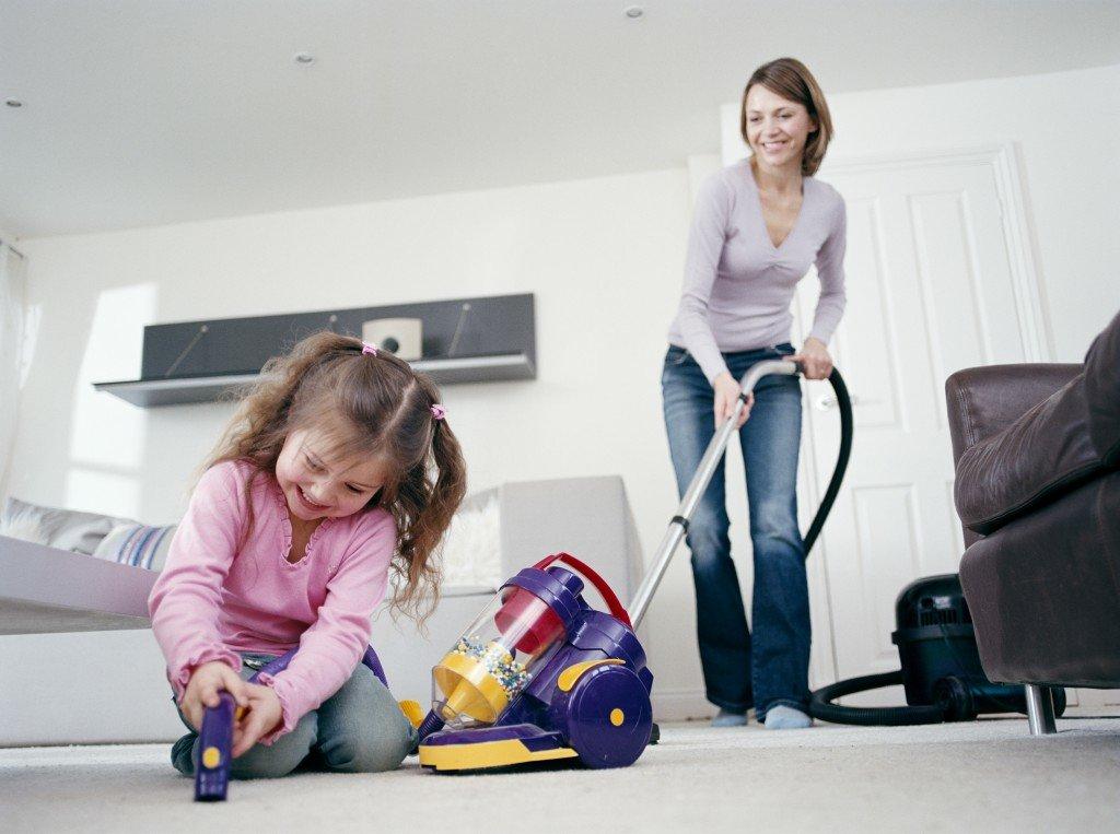 Как научить и приучить ребенка от 2 - 3 лет убирать свои игрушки: приучаем малыша к самостоятельности