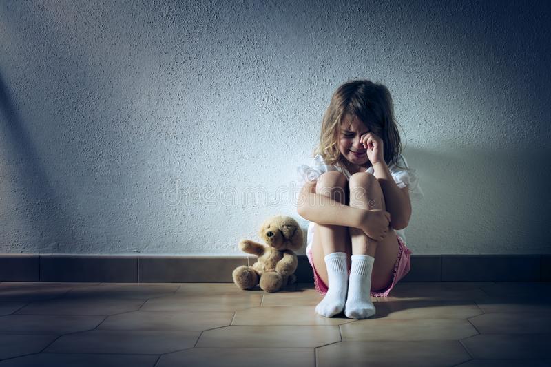 Почему ребенок боится оставаться без мамы и простые стратегии пережить разлуку