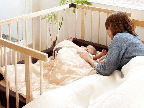 Приучаем малыша спать в кроватке