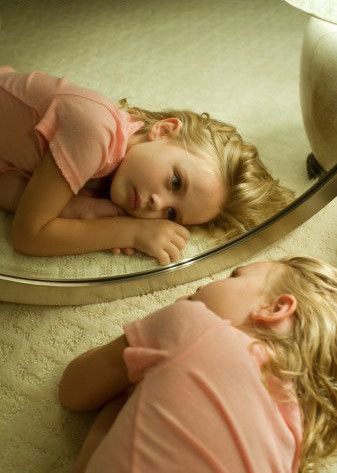Ребенок и зеркало. почему нельзя показывать зеркало ребенку? видео