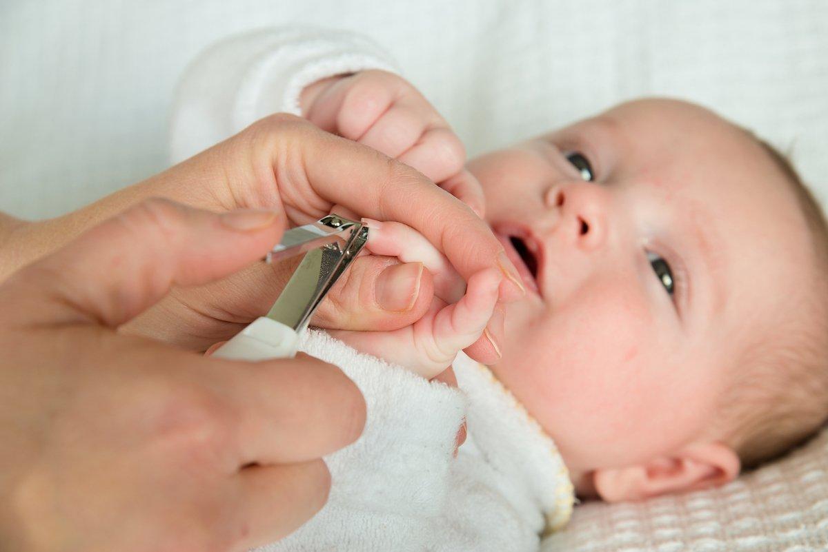 Пособие как стричь ногти новорожденным и когда это делать в первый раз