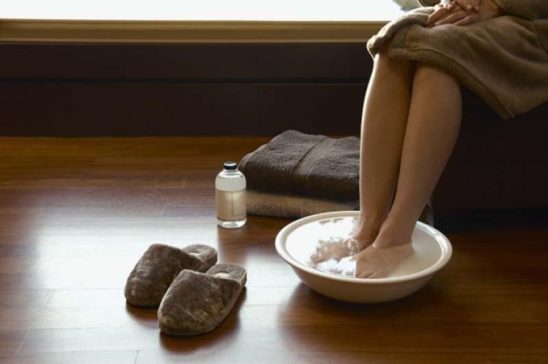 Как избавиться от неприятного запаха ног в домашних условиях