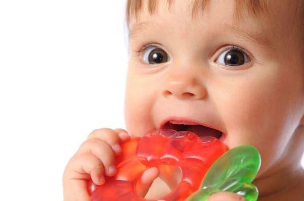 Пенистые слюни у грудничка в 2 месяца. заболевания как возможные причины слюнотечения у детей