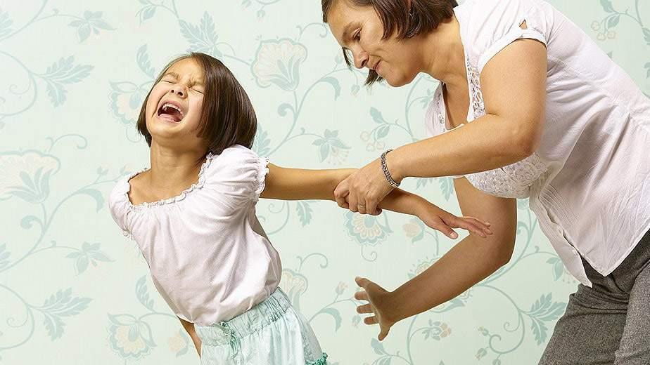 Почему нельзя бить детей и насколько это опасно