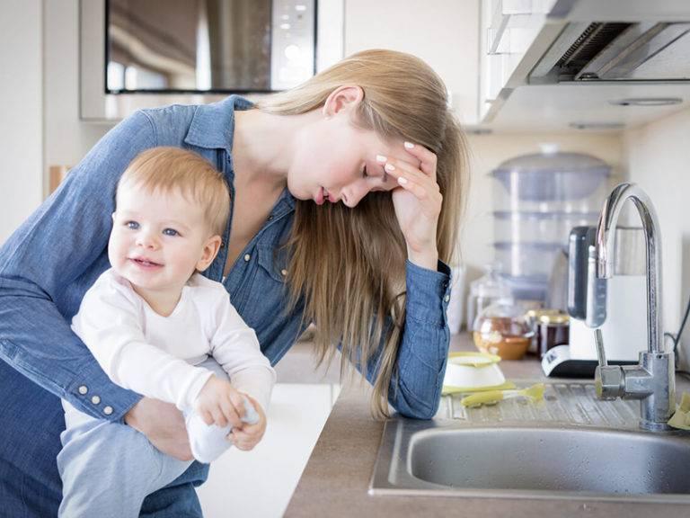 Депрессия в декрете у мамы, что делать и как справиться