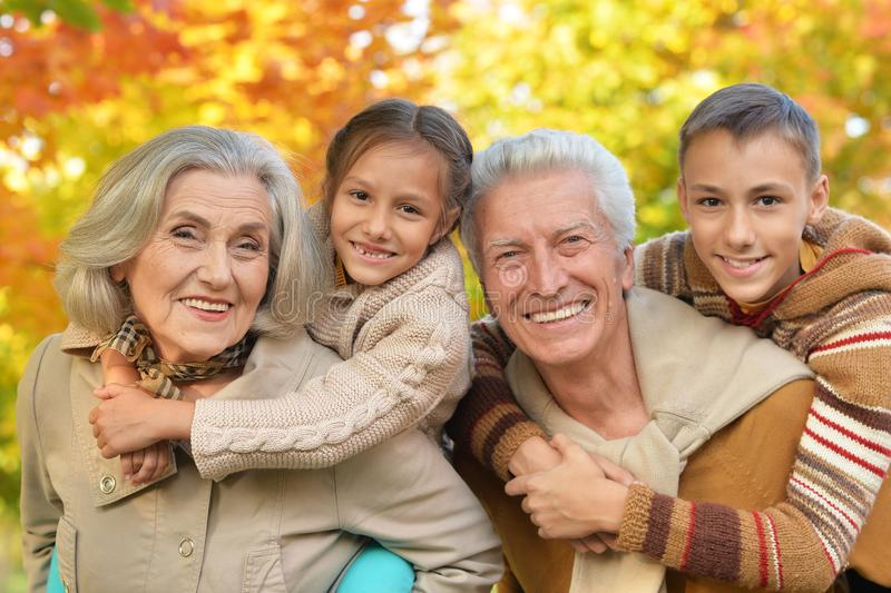 Какие бывают бабушки и дедушки - 4 распространенных типа
