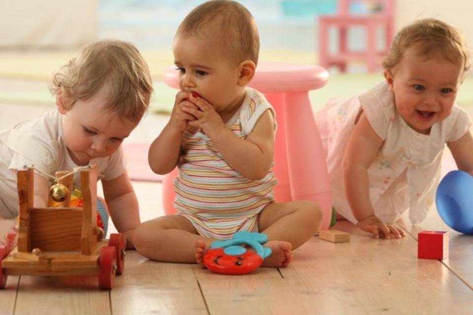 С какого возраста отдавать ребенка в садик: мнение специалистов