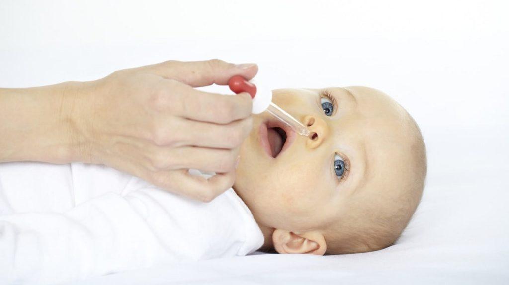 Можно ли закапывать грудное молоко ребенку в нос при насморке