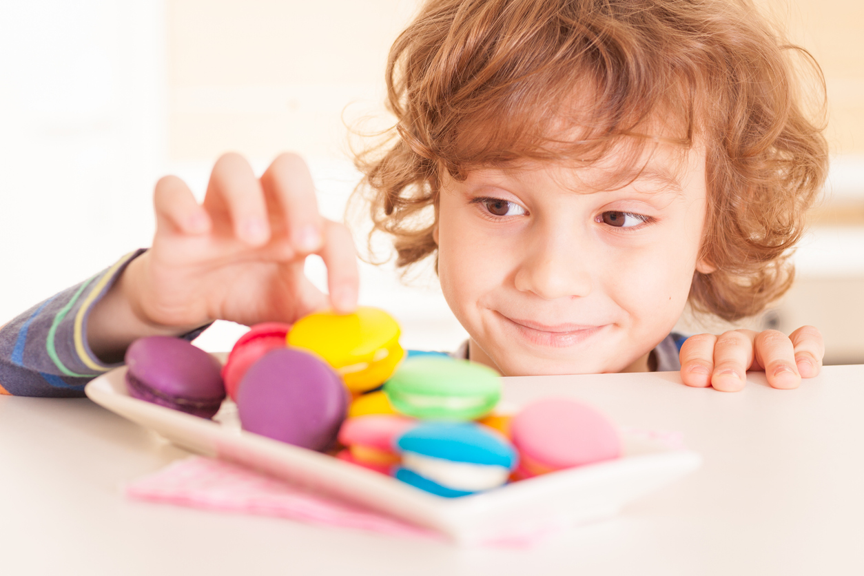 Дети и сладости: сколько, когда, какие