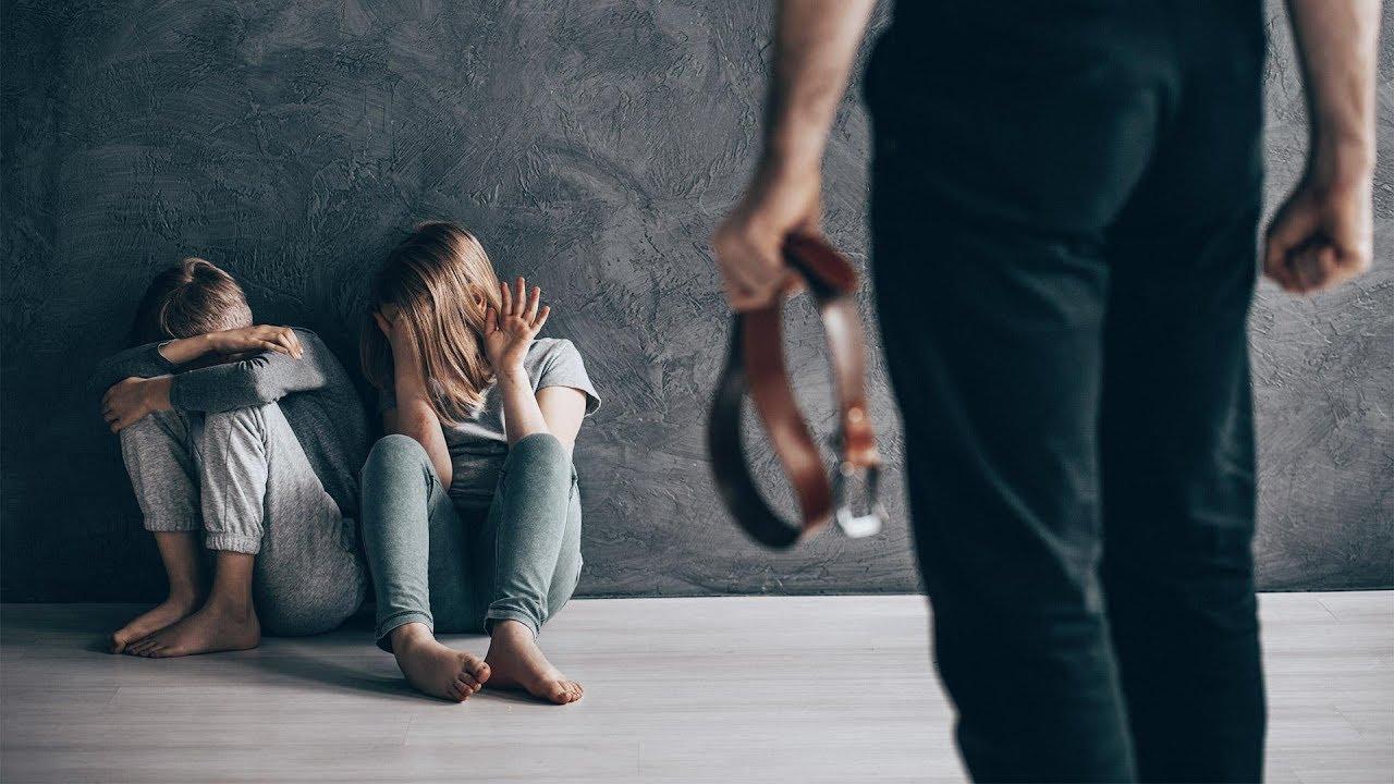 Почему родители проявляют жестокость к своим детям и что можно сделать в таких случаях