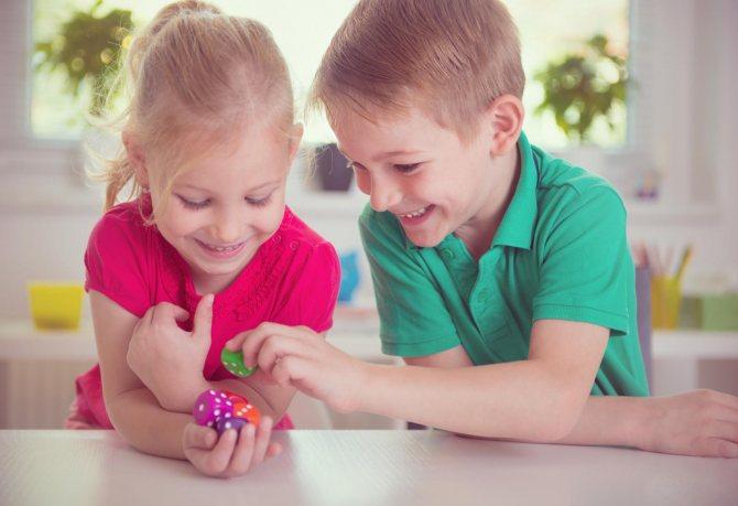 Как научить ребенка дружить со сверстниками