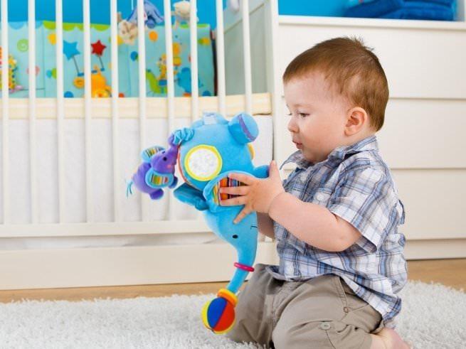 Развитие ребенка в 11 месяцев: что должен уметь, рост, вес, игры и уход