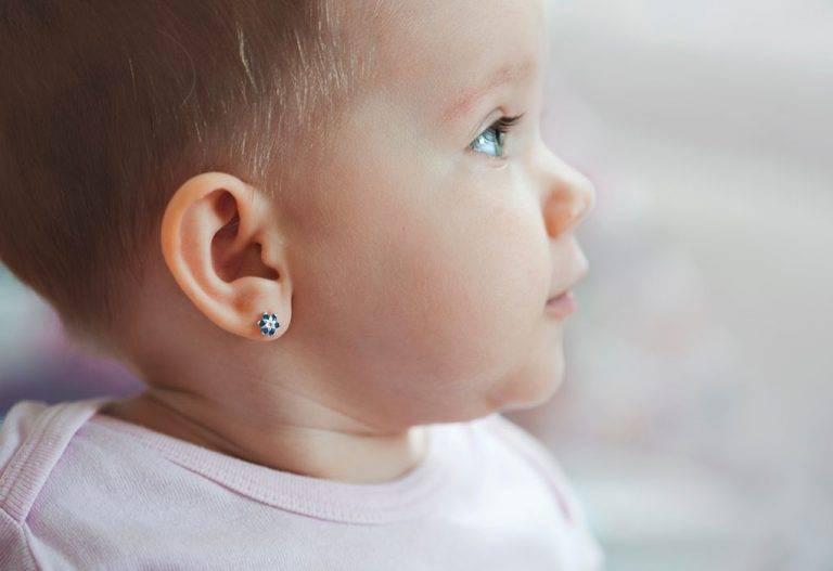 Чем мазать ушки после прокалывания ребенку. чем и как обрабатывать уши ребенка после прокола пистолетом: рекомендации по уходу