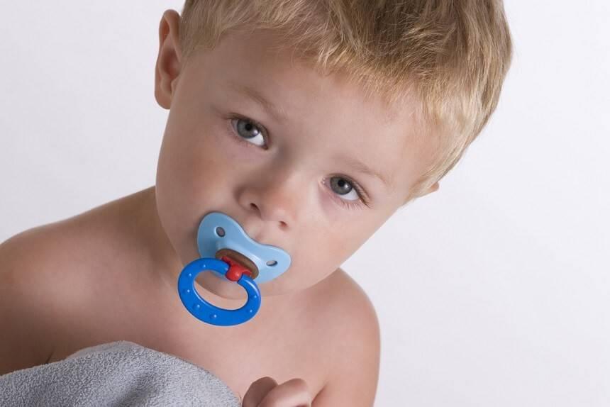 Зависимость от пустышки: как безболезненно отучить ребенка от соски и в каком возрасте это нужно делать?