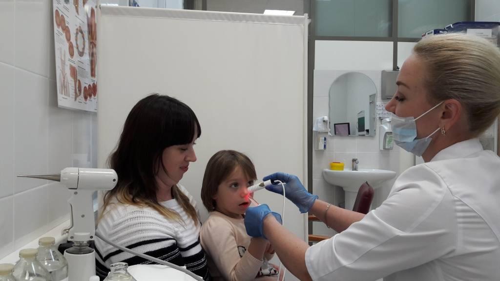 Возможно ли лечение аденоидов у детей без операции: методы и советы