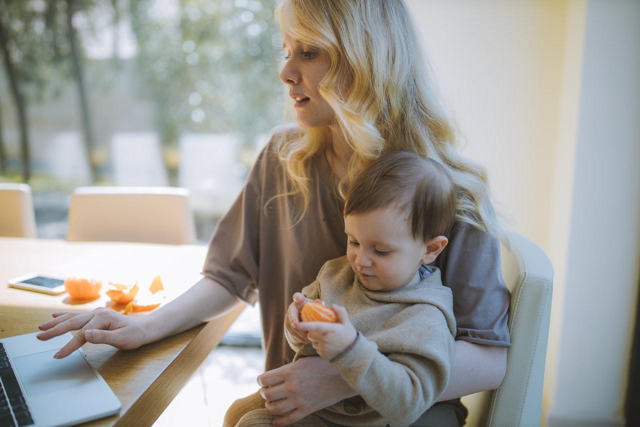 Родители, остановитесь! 7 вещей, которые категорически нельзя делать при детях, чтобы не «испортить» чадо