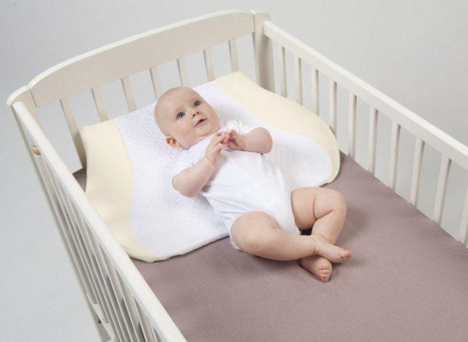 Подушка для новорожденных ортопедическая: что такое, нужна ли, плюсы и минусы